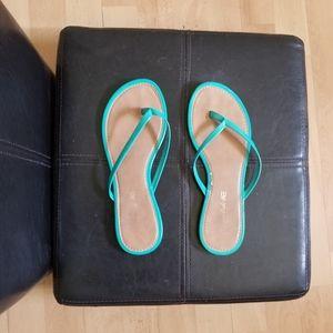 AE 🦅American Eagle Teal Flip-Flops Size 8W/6.5Y